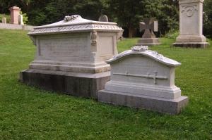 Grave of Lieutenant Huntington Frothingham Wolcott (right)